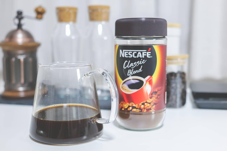 インスタントコーヒーを淹れる