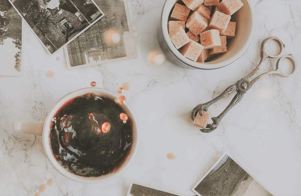 角砂糖とコーヒー